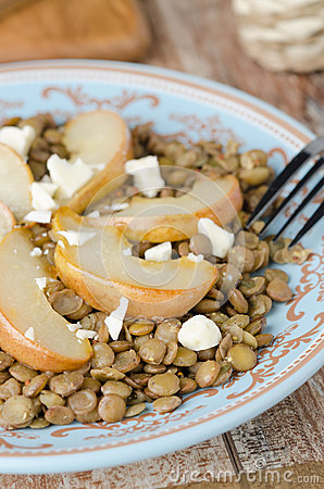 Lentil salad with caramelized pears, blue cheese