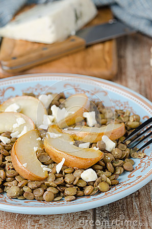 Lentil salad with caramelized pears and blue cheese selective fo