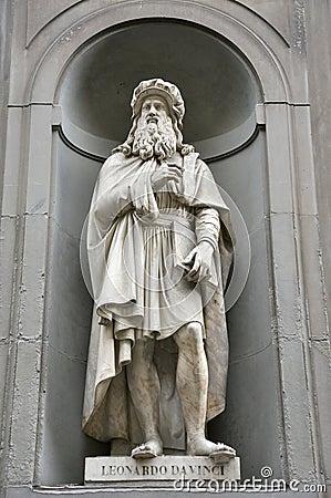 Free Leonardo Da Vinci Statue In Italy Royalty Free Stock Image - 15639186