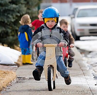Lernen, ein Fahrrad zu reiten