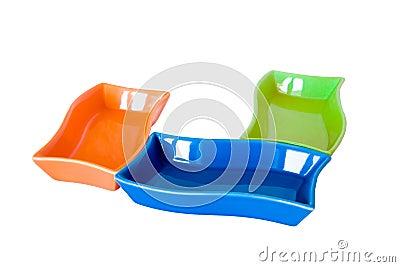 Trois sauce-bateaux colorés