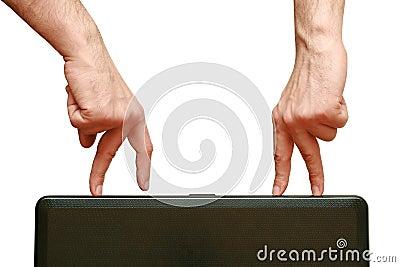 Les doigts vont se contacter
