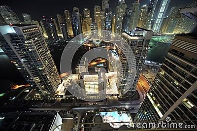Les Emirats Arabes Unis : Horizon de Dubaï la nuit
