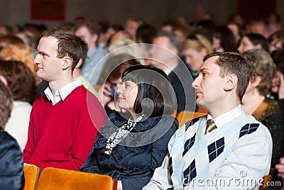 Les gens à la conférence