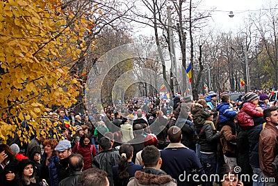Les gens qui assistent au défilé Image stock éditorial