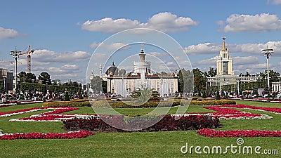 Les monuments du territoire du Centre d'expositions de VDNKh All-Russia, aussi appelé Centre d'expositions panrusse, Moscou, Russ clips vidéos