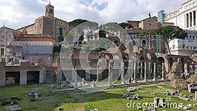 Les ruines Beaux vieux hublots à Rome (Italie) banque de vidéos