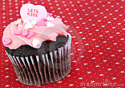 Lets Kiss Valentine Cupcake