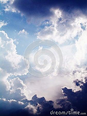 Leuchte und Wolken