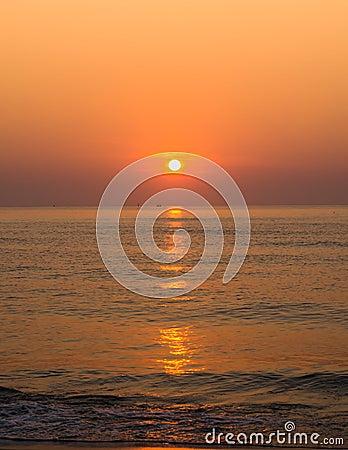 Lever de soleil au-dessus d océan