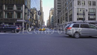 Lexington Ave and 42nd Street in New York City, Vereinigte Staaten stock video footage