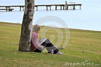 Libro de lectura de la muchacha