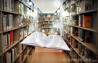 Libro della libreria di formazione che galleggia con le lettere