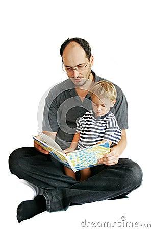 Libro di lettura del figlio e del padre
