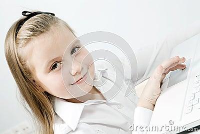 śliczny dziewczyny śliczny laptop