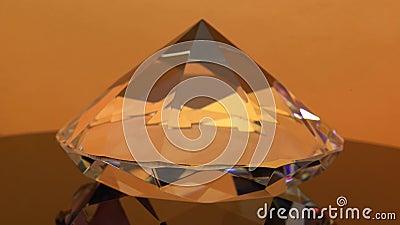 Lieber Diamant ist, schimmernd spinnend und orange Höhepunkte Orange Hintergrund stock footage