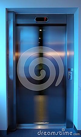 Lift door closing