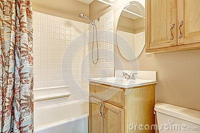 Floral Bathroom With White Tub And Shower Photo Image – White and Beige Bathroom