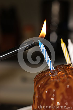Free Light Birthday Candle On Cake Stock Images - 47782154