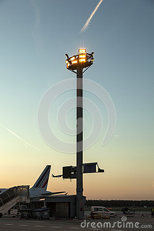 Free Light Equipment For Early Morning Flight On Apron Royalty Free Stock Images - 33921039