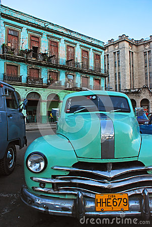 Free Light Green Vintage Taxi Car Of Cuba In Front Of Old Building In Havana Stock Photography - 40327232