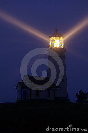 Free Lighthouse At Night Royalty Free Stock Images - 3975509