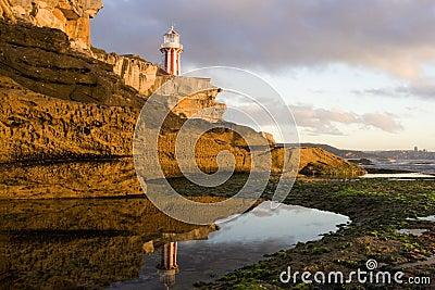 Lighthouse reflect hor