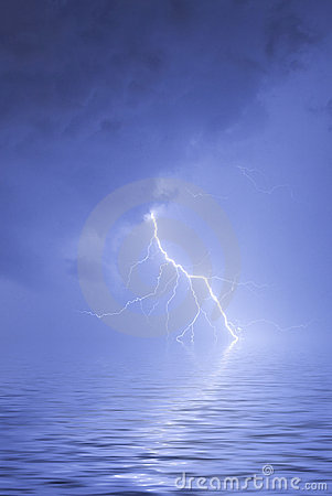 Free Lightning Over Water Royalty Free Stock Photography - 2960807