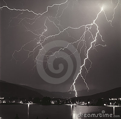 Free Lightning Storm Royalty Free Stock Photo - 1336305
