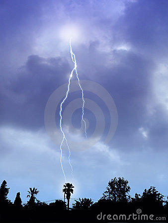 Free Lightning Storm Royalty Free Stock Photography - 2369687