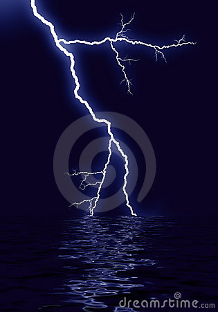 Lightning water reflection