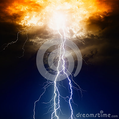 Free Lightnings In Dark Sky Royalty Free Stock Image - 31422126