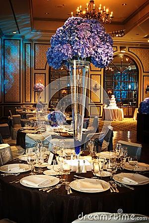 Lijst die bij een ontvangst van het luxehuwelijk plaatst