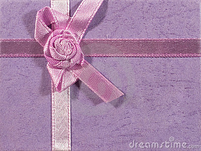 Lilac background with a ribbon
