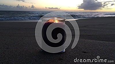 Lilac en Violet Candle Burning tijdens Sunset at Beach in Kekaha op Kauai Island, Hawaii stock footage