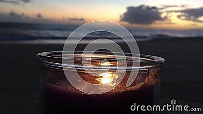 Lilac en Violet Candle Burning tijdens Sunset at Beach in Kekaha op Kauai Island, Hawaii stock videobeelden