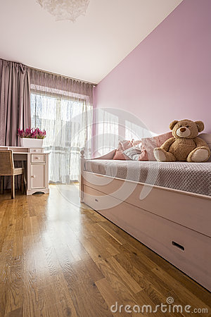 Free Lilac Girly Bedroom Stock Image - 98767571