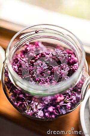 Free Lilac Jelly Preparation Stock Photo - 91018540