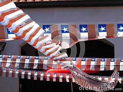 Lilla dekorativa flaggor.