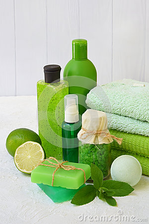 Free Lime Mint Composition Of Beauty Threatment Products In Green Colors On A White Concrete Background: Shampoo, Soap, Bath Salt, Towe Stock Photo - 93260890