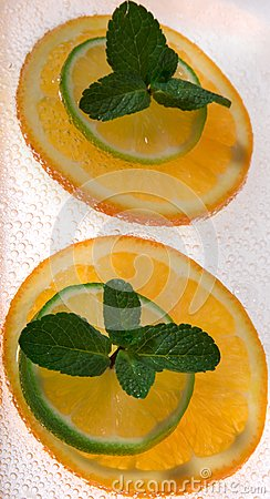 Lime and orange segments whith mint