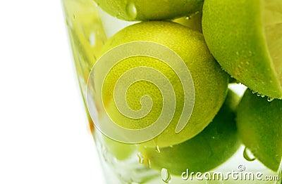 Limón en agua