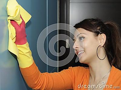 Limpiando la casa - guardarropa