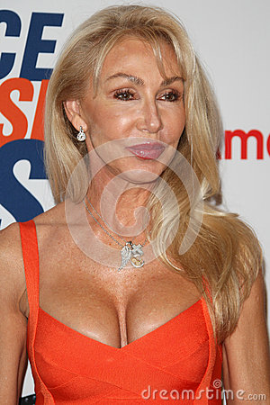 Linda Thompson arrives at the 19th Annual Race to Erase MS gala Editorial Image