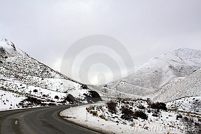 Lindis Pass snow covered mountains and ground