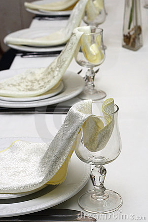 Line of glasses with napkins
