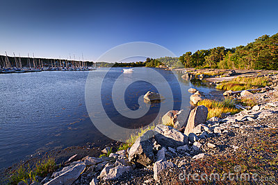 Linea costiera rocciosa del Mar Baltico
