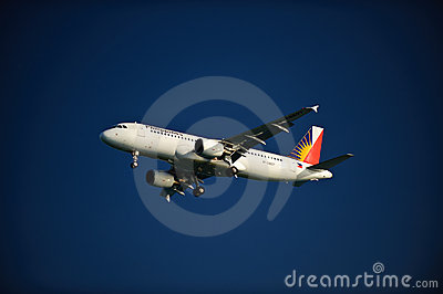Linee aeree filippine A320-214 sul finale Immagine Stock Editoriale