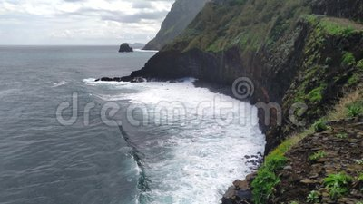 Linha aérea Evergreen High Cliff Coastline, Ilha Madeira filme