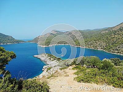Linia brzegowa krajobraz morze śródziemnomorskie indyk